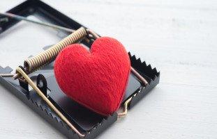 علامات الاستغلال العاطفي في العلاقات والتعامل معه