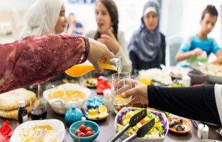 نصائح وأفكار لدعوة إفطار رمضان في منزلك