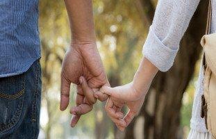 الصداقة بين الزوجين.. كيف أجعل زوجي صديقي؟