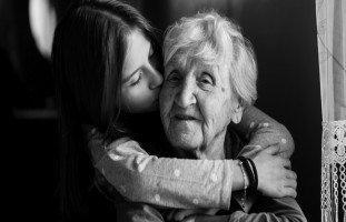 حلمت أن جدتي ماتت! تفسير موت الجدة في المنام بالتفصيل