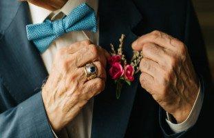 سلبيات الزواج من رجلكبير في السن وهل تنجح العلاقة