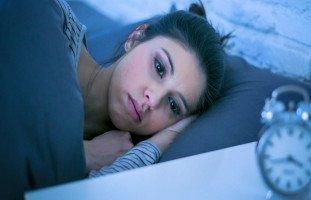 علاج التفكير الزائد قبل النوم والتخلص من الأرق
