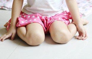 وضعية حرف W: ما هي ولماذا يجب منع طفلك عنها؟