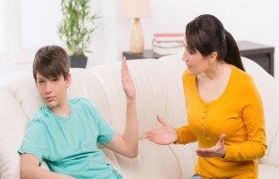 """""""ابني لا يحترمني"""" مشكلة قلة احترام الأبناء لأمهاتهم"""