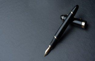 تفسير رؤية القلم في المنام للمتزوجة بالتفصيل