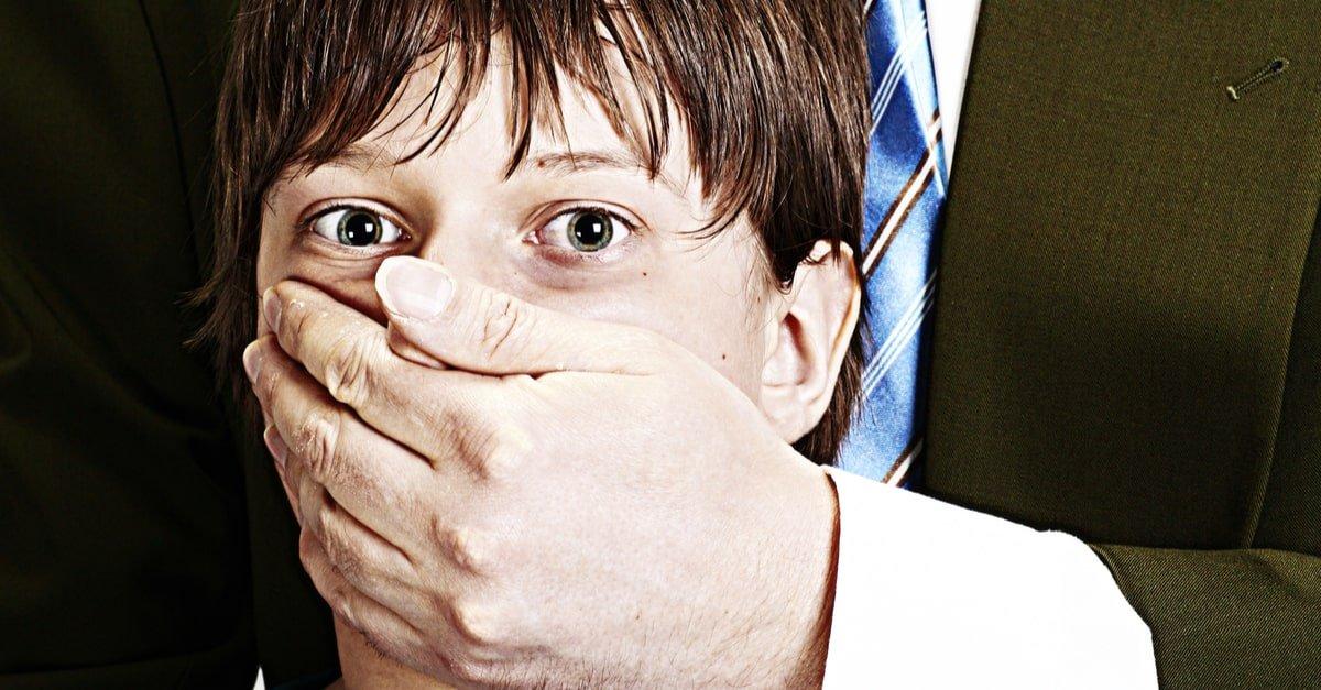 علامات التحرش بالأطفال وأثر التحرش الجنسي على