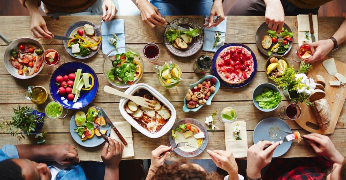 مائدة الطعام في المنام وتفسير حلم المائدة بالتفصيل