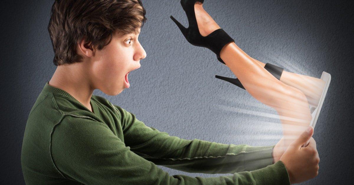 كيف تحمي ابنك المراهق من خطر المواقع الإباحية