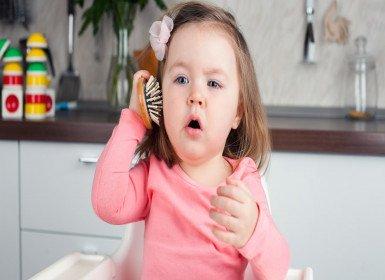 كيف أشجع طفلي على الكلام وأساعده على النطق؟