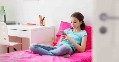 كيف اتصرف مع ابنتي المراهقة التي تشاهد افلاماً - حلوها