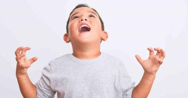 كيف أغير سلوك ابني العنيف الذي يضرب أخوه