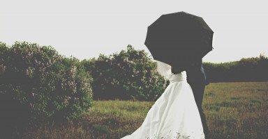هل قرار الزواج برجل أكبر مني ومن غير جنسيتي قرار خاطئ