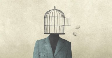 قدمت شكوى ضد أخي وتم حبسه ولا أنوي التنازل ولست نادمة