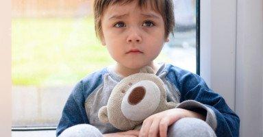 ما هي مشكلة ابني هل هو طيف توحد أم صعوبة نطق