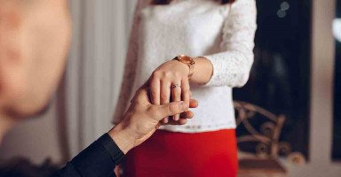 طلبت مني الزواج بأخرى بسبب...!