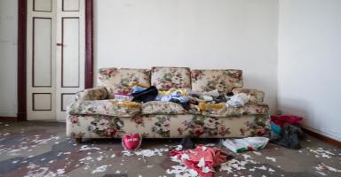 أنا بالنسبه للجميع مثال للنظافة ولا أحد يعلم حقيقتي إلا زوجي
