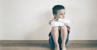 ابني تغيرت صفاته وشخصيته من طفل اجتماعي إلى طفل منعزل