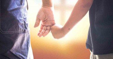 استعدت حب أمي واستطعت أن أعترف بزوجتي وطفلي أمام الجميع