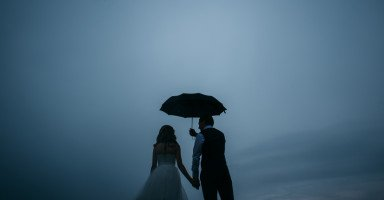 أفكر بالطلاق والزواج منه كي لا يتزوج زميلتنا المغرورة
