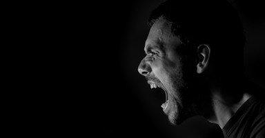 زوجي يريد مني الإنجاب وأطفالي صغار وغاضب بسبب رفضي للفكرة