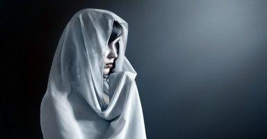 أجبرت على لبس الحجاب وأنتظر الوقت المناسب لخلعه