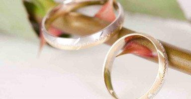 زوجي عقيم ويخونني وكلما واجهته بخيانته ينكر ويهدد بالطلاق
