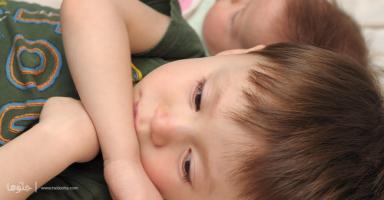 تغيرت تصرفات طفلي بعد ولادتي لأخته، ساعدوني