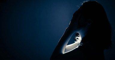 بسبب الخوف الذي أصابني ليلة الزواج زوجي لم يعد يقترب مني