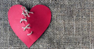 بعد عشرة 40 عاماً زوجي طلقني من أجل فتاة من السوشيال ميديا