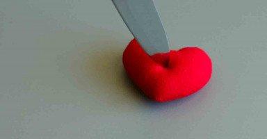 كيف أسامح زوجي والوضع مازال كما هو خيانة من دون اعتذار