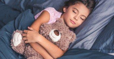 ابنتي تحب أن تنام على بطنها وتمارس العادة السرية