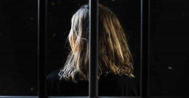 أدخلت زوجي السجن بعد الذي فعله في ابنتي