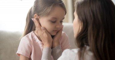 أعاني من قلقي الزائد على ابنتي بلا سبب