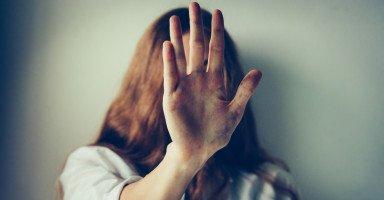 هل من حقهم لومي لأني دافعت عن نفسي عندما ضربني زوجي