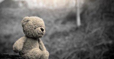 يتأفف كلما صارحته بمشاعري، فهل ما أفعله عيب؟