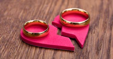 هل زوجي مقتنع بخطئه أم أنه خائف من الفضيحة؟