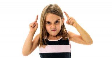 ابنتي تقلد الأطفال الأصغر منها سناً في كل تصرفاتها
