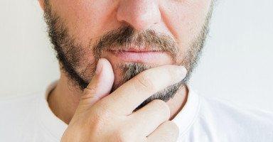 زوجي يشك بي لدرجة لا تحتمل والطلاق مستحيل