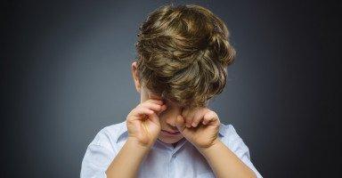 ابني لا يدافع عن نفسه وكثير البكاء