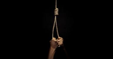أعيش بجحيم وهذا الشيء يجعلني أفكر بالانتحار