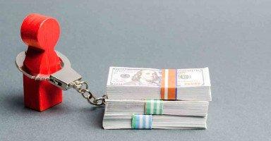 الديون تتراكم والمسؤوليات تزداد على عاتقي