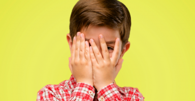 كيف أتعامل مع ابن زوجي الذي ينقل أخبارنا لأمه