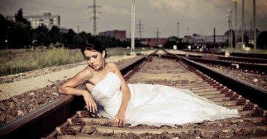 عروس ولا أستطيع التوفيق بين الدراسة والزواج