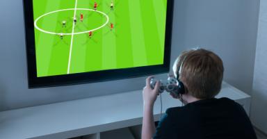 ابني المراهق مهووس بالألعاب الالكترونية