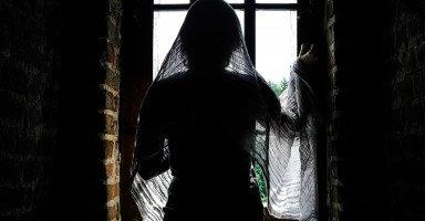 ما الدوافع الحقيقية لتزين المرأة لغير زوجها خارج المنزل