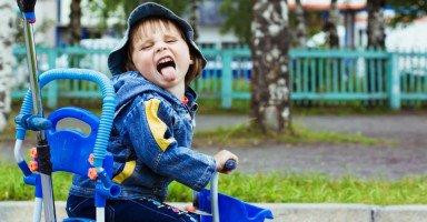 كيف أقلل حركة طفلي وأجعله طفل هادئ ومحبوب؟