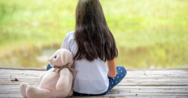 خائفة أن تنحرف ابنتي خلف تصرفات التحرش في المدرسة