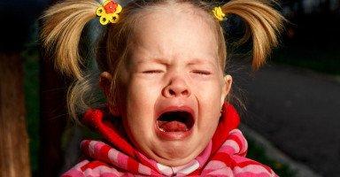 ابنتي دائماً غاضبة وتبكي، هل للتلفاز تأثير في ذلك؟