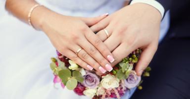 ابني 18 عام ويريد الزواج، ما رأيكم؟