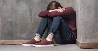 ابني حاول الانتحار بسبب الاهمال